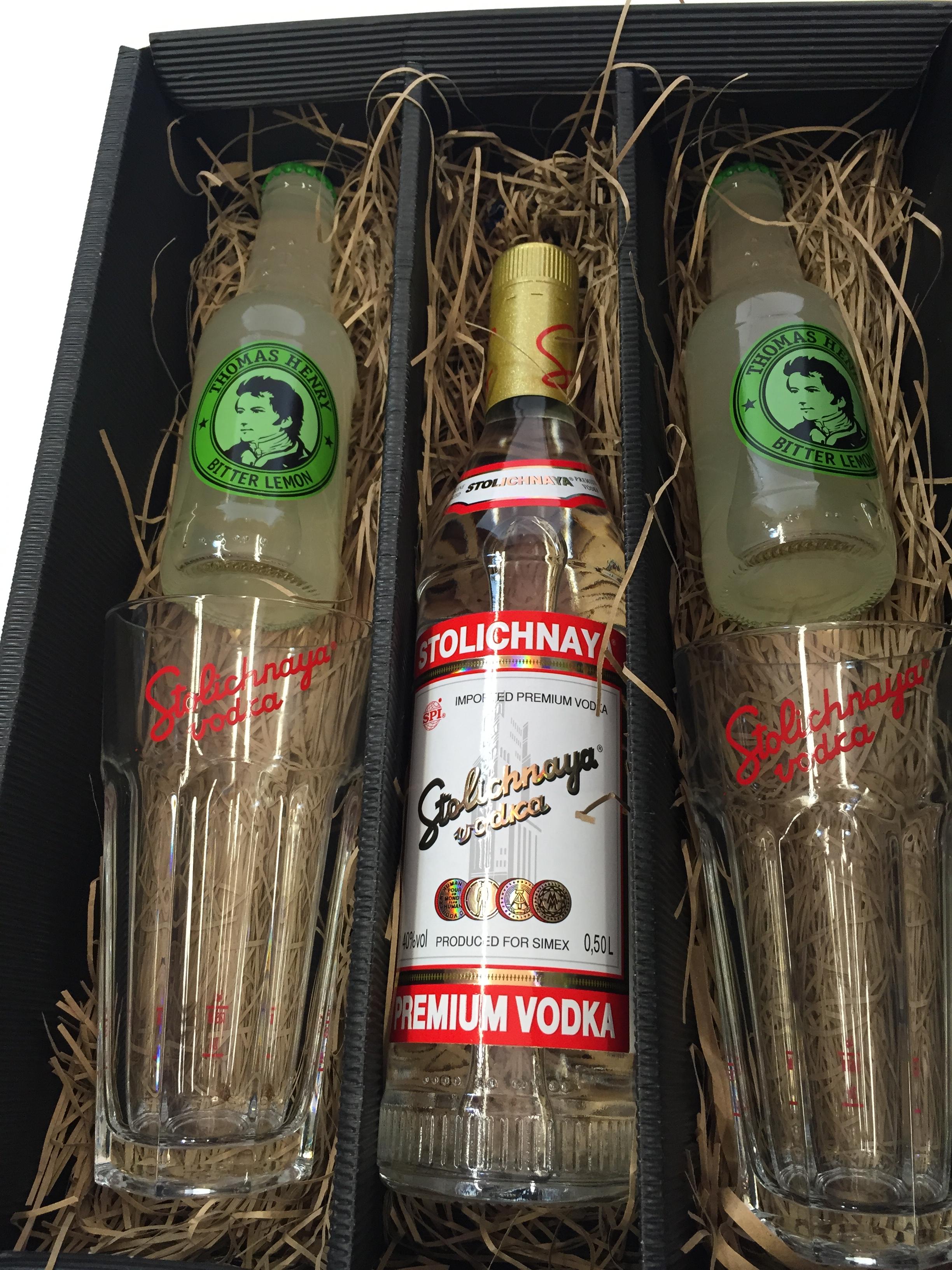 Stolichnaya Vodka Lemon Set / Geschenkset - Stolichnaya Vodka 500ml (40% Vol) + 2x Gläser + 2x Thomas Henry Bitter Lemon 200ml - Inkl. Pfand MEHRWEG