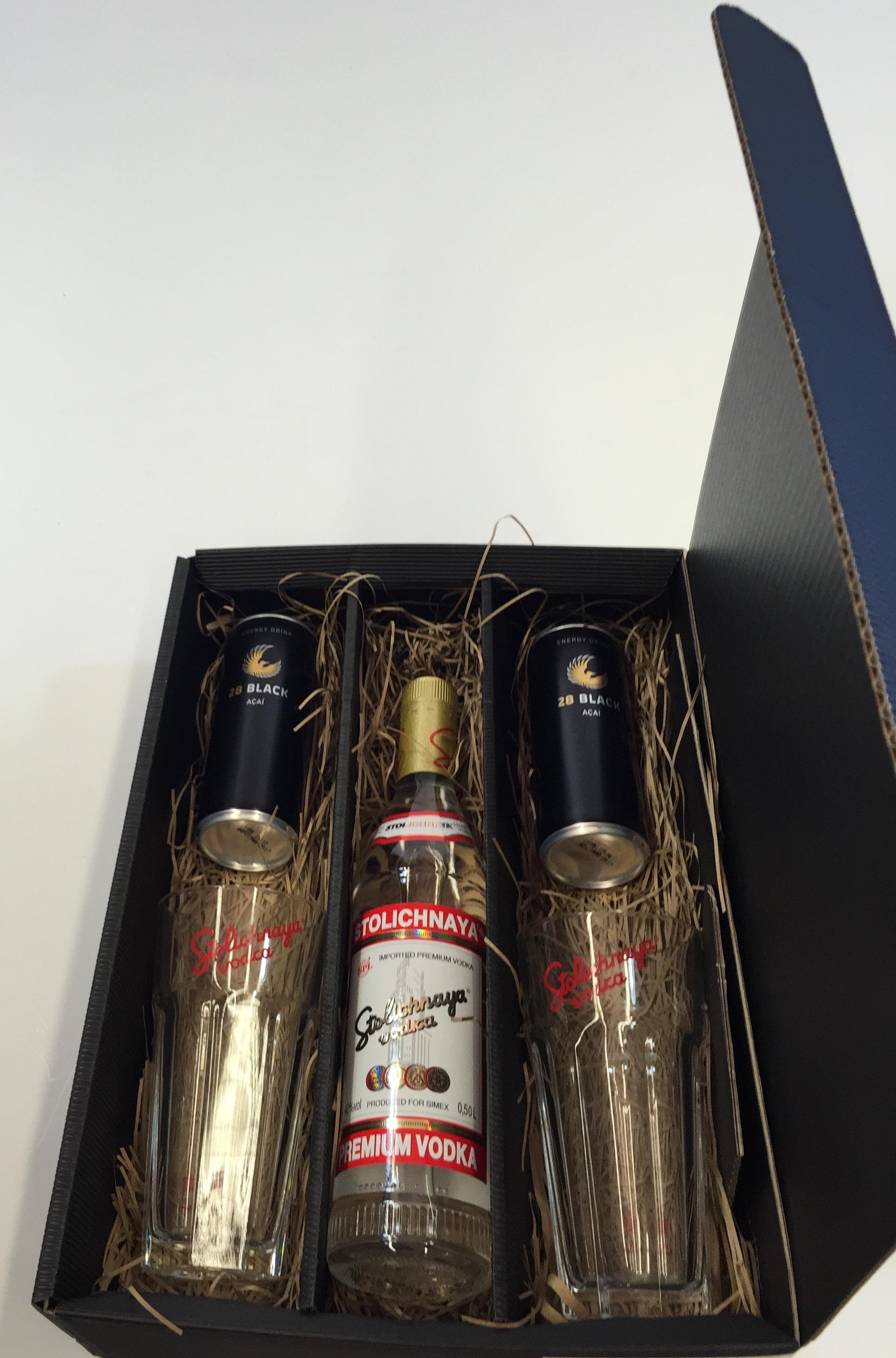 Stolichnaya Vodka Set / Geschenkset - Stolichnaya Vodka 500ml (40% Vol) + 2x Gläser + 2x 28 Black 250ml