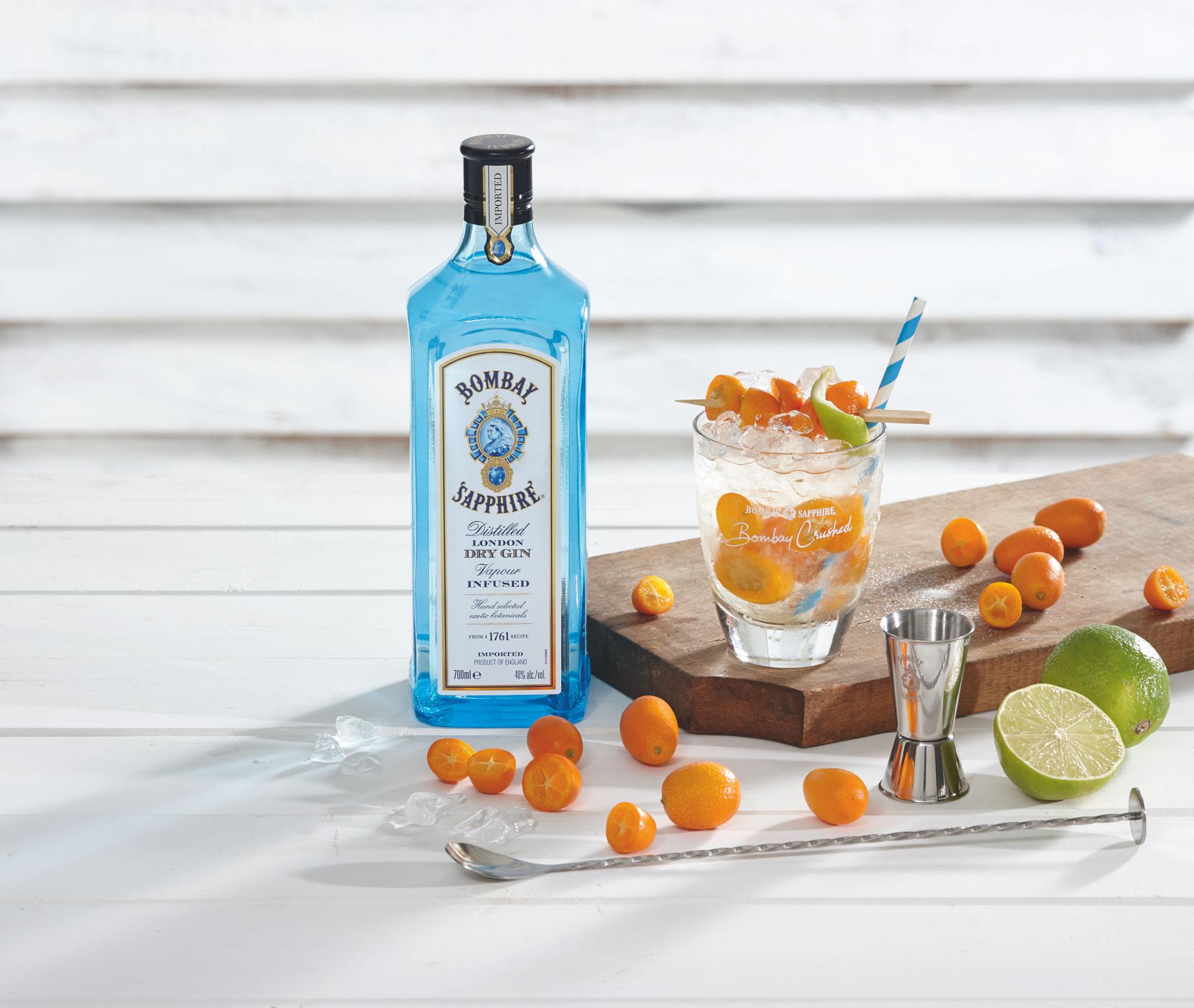 Bombay Sapphire Schuber Geschenkset - London Dry Gin 0,7l 700ml (40% Vol) + 2x Stirrer + 2er Set Ballon Glas
