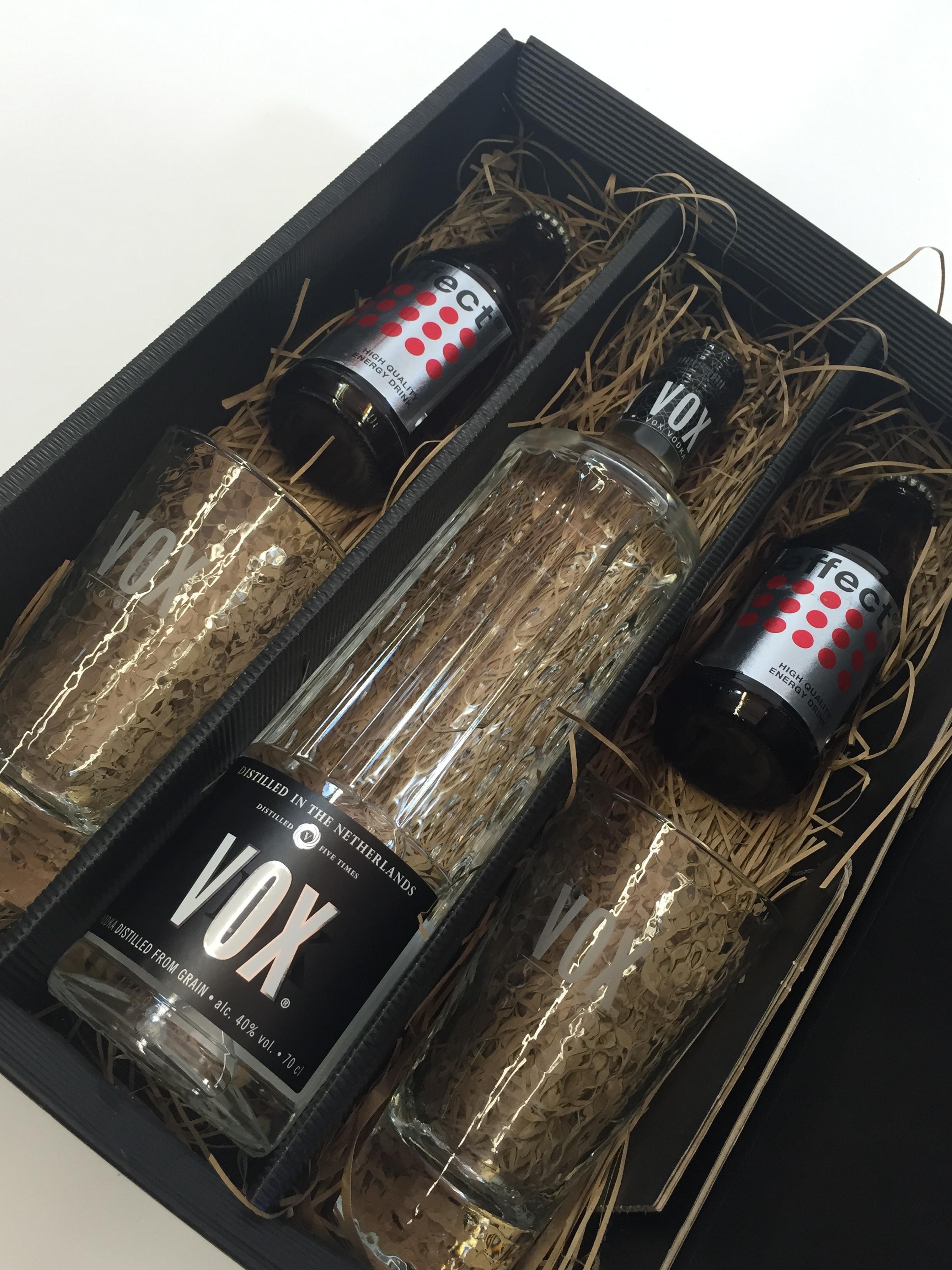 VOX Vodka Lemon Set / Geschenkset - VOX Vodka 0,7l 700ml (40% Vol) + 2x Longdrinkgläser + 2x Effect Energy Drink 200ml