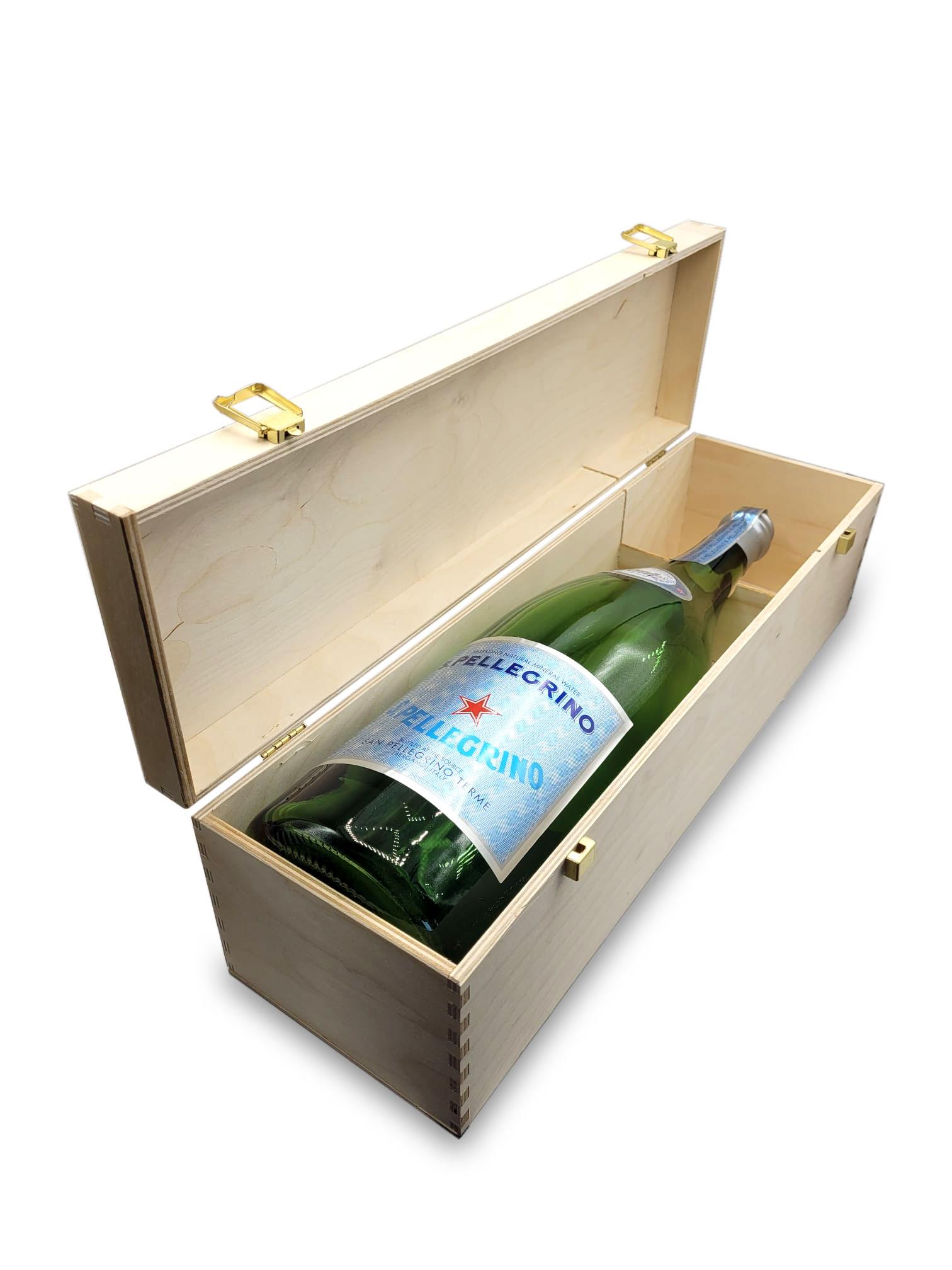 San Pellegrino Jerobam Magnum Flasche Dummy - ohne Inhalt in Holzbox Höhe ca 50cm