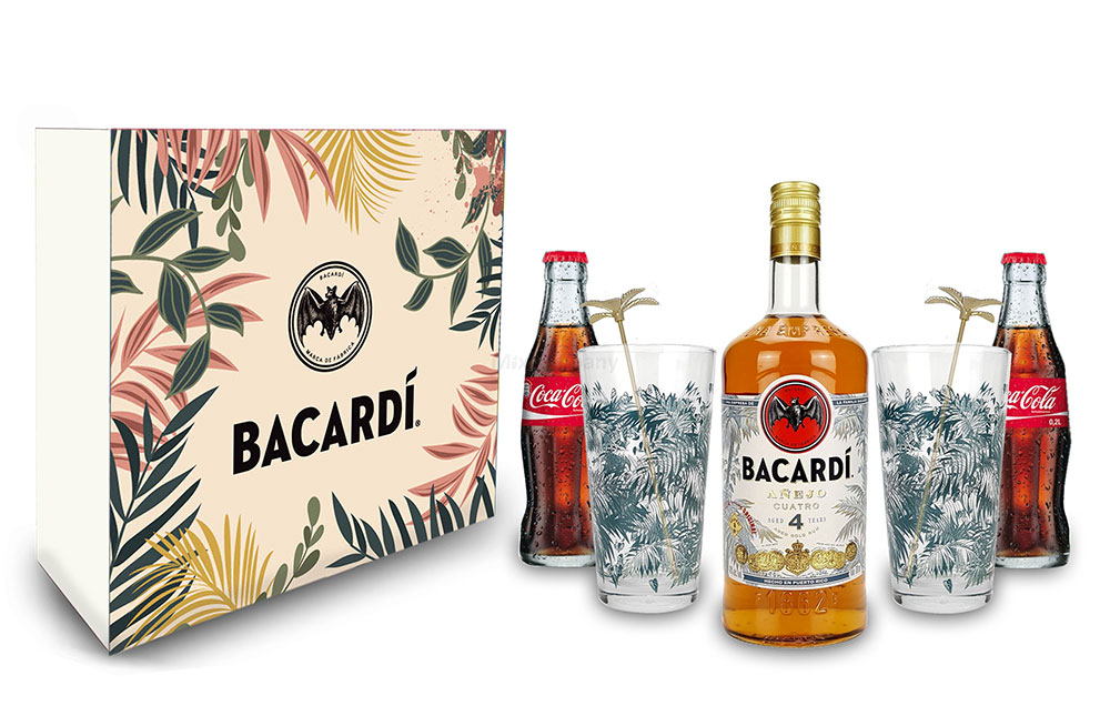 Bacardi Geschenkset - Bacardi Anejo cuatro 4 Jahre 700ml (40% Vol) + 2x Coca Cola 200ml + 2x Bacardi Gläser - Inkl. Pfand MEHRWEG